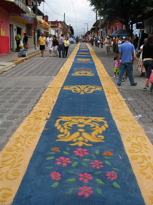 Yellow and blue, looking up street